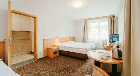 Hotelowe rezydencje tańsze od apartamentu czy akademika